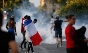 Τελικός Euro 2016: «Ματς» μεταξύ αστυνομικών και φιλάθλων με μπουκάλια και δακρυγόνα