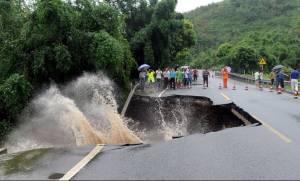 Φονικός τυφώνας σάρωσε την Κίνα - Τουλάχιστον 6 νεκροί  (pics+vid)