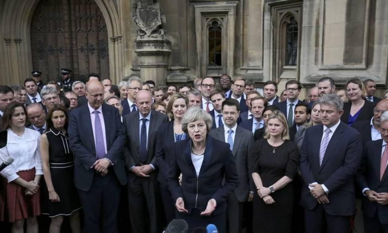 Τερέζα Μέι: Ποια είναι η δεύτερη γυναίκα πρωθυπουργός στην ιστορία της Βρετανίας (Pics & Vids)