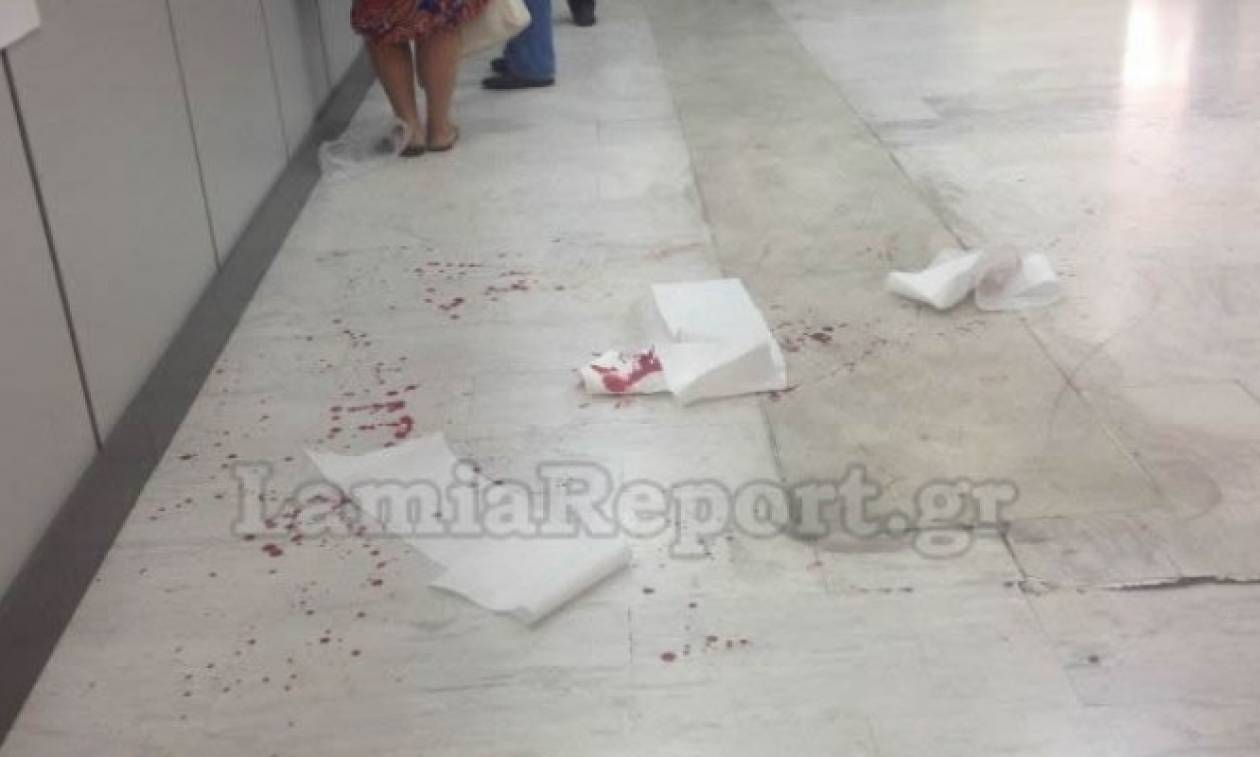 ΣΟΚ στη Λαμία: Μπήκε στον ΟΑΕΕ κι έκοψε τις φλέβες του! (vid)