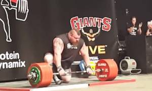 Βίντεο – σοκ: Δείτε τον πρώτο άνθρωπο που σήκωσε 500 κιλά και παραλίγο να πεθάνει!