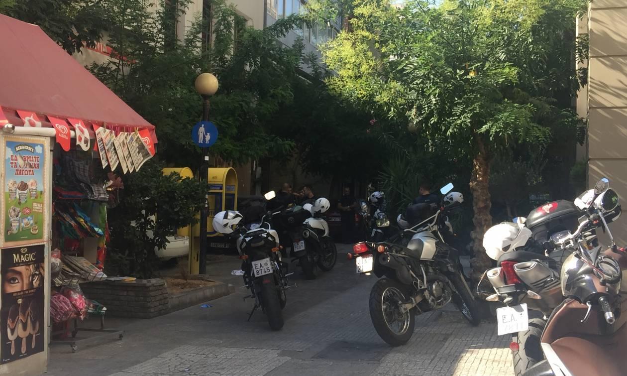 Σκηνές «Φαρ Ουέστ» στο κέντρο της Αθήνας - Ένας νεκρός και δύο τραυματίες από πυροβολισμούς
