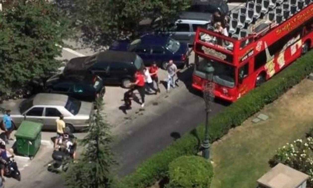 Βίντεο - σοκ: Άγριος ξυλοδαρμός μεταξύ δύο οδηγών στη Θεσσαλονίκη