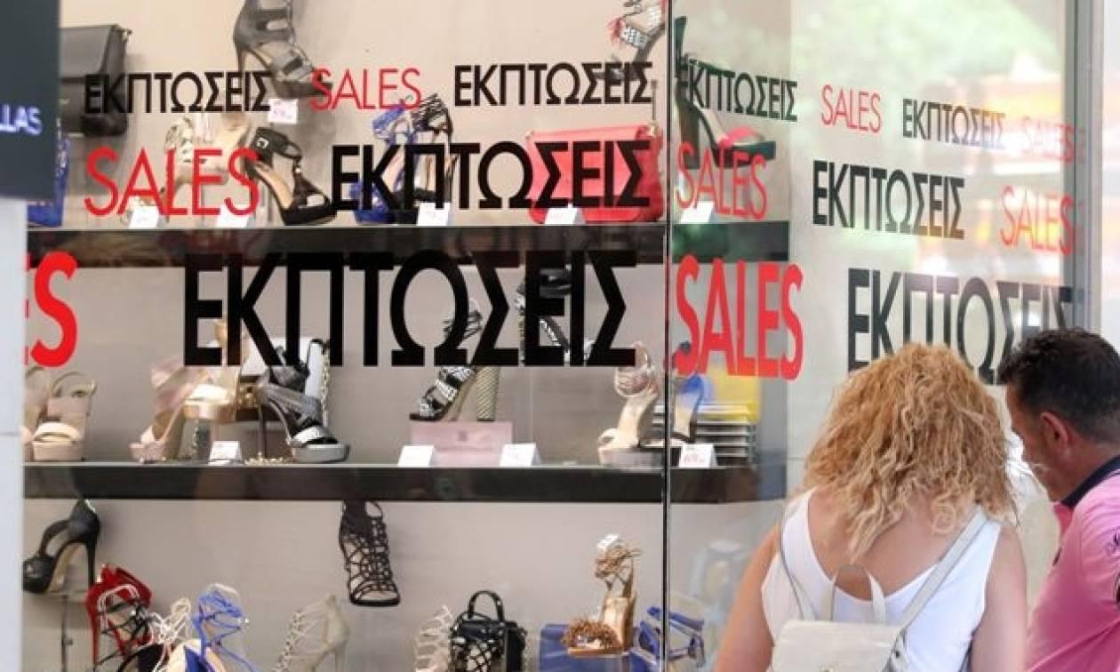 Ανοικτά τα καταστήματα την Κυριακή 17/07 με εκπτώσεις – Απεργούν οι εμποροϋπάλληλοι