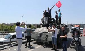 Πραξικόπημα τεσσάρων ωρών στην Τουρκία - Ο λαός νίκησε τα τανκς