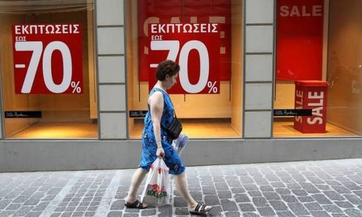 Ανοιχτά τα καταστήματα Κυριακή (17/7) με εκπτώσεις αλλά και απεργία εμποροϋπαλλήλων