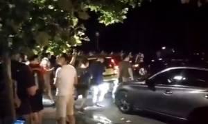 Φρενίτιδα στις ΗΠΑ: Σταματούν στη μέση του δρόμου και κυνηγούν... Pokemon! (vid)