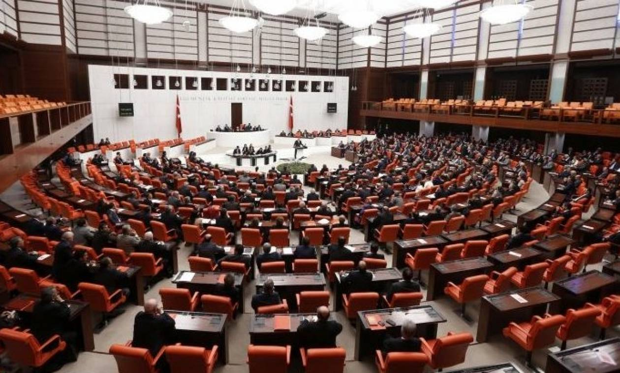 Τουρκία: Ομόφωνη καταδίκη των κομμάτων εναντίον του πραξικοπήματος