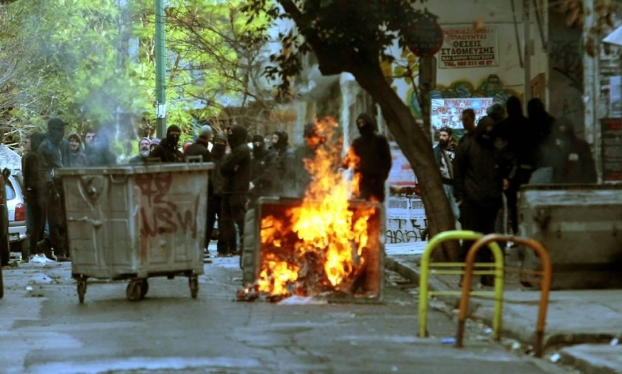 Νέα Ένταση στα Εξάρχεια: Επίθεση με μολότοφ κατά αστυνομικών και φωτιά σε κάδους