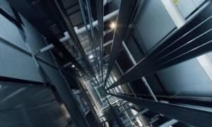 Τραγικός θάνατος μέσα σε ανελκυστήρα: Βουτιά θανάτου από τον 18ο όροφο
