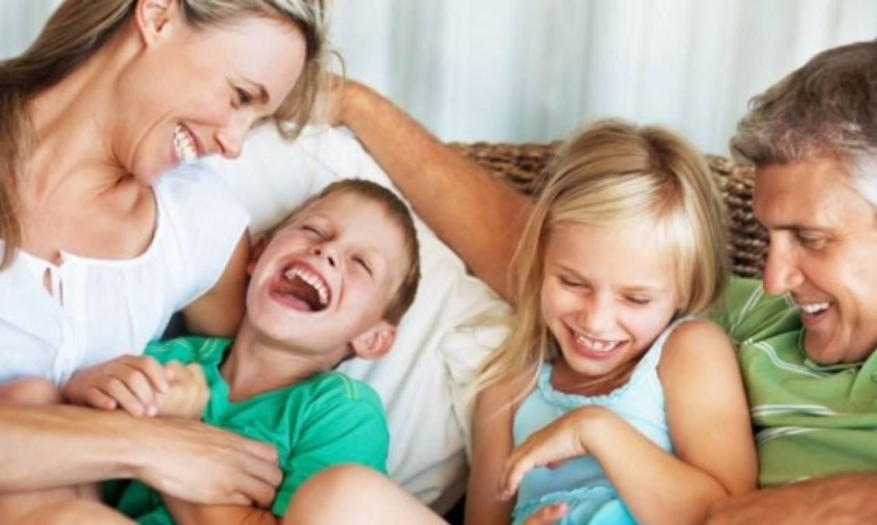 Δεκαπέντε τρόποι να γελάσεις μαζί με τα παιδιά σου!