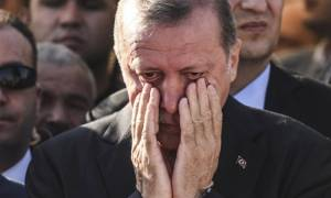 Πραξικόπημα Τουρκία: Η ώρα που ακόμα και ο κυρίαρχος Ερντογάν λυγίζει (photo+video)