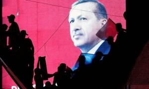 Ερντογάν: Φοβάται νέο πραξικόπημα, διαπομπεύει τους πραξικοπηματίες