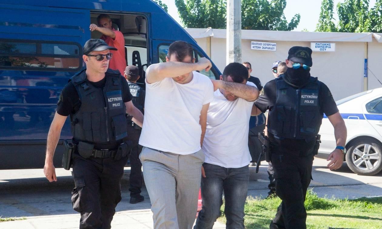 Στον εισαγγελέα οι οκτώ Τούρκοι στρατιωτικοί - Ερντογάν: Ο Τσίπρας μου είπε ότι θα τους εκδώσει