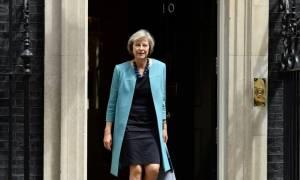 Τερέζα Μέι: Ξεκινά την πρώτη ευρωπαϊκή περιοδεία της η Βρετανίδα πρωθυπουργός