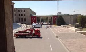 Λάθος συναγερμός στην Τουρκία: Ψευδής η πληροφορία για εκκένωση του Κοινοβουλίου; (video+pics)