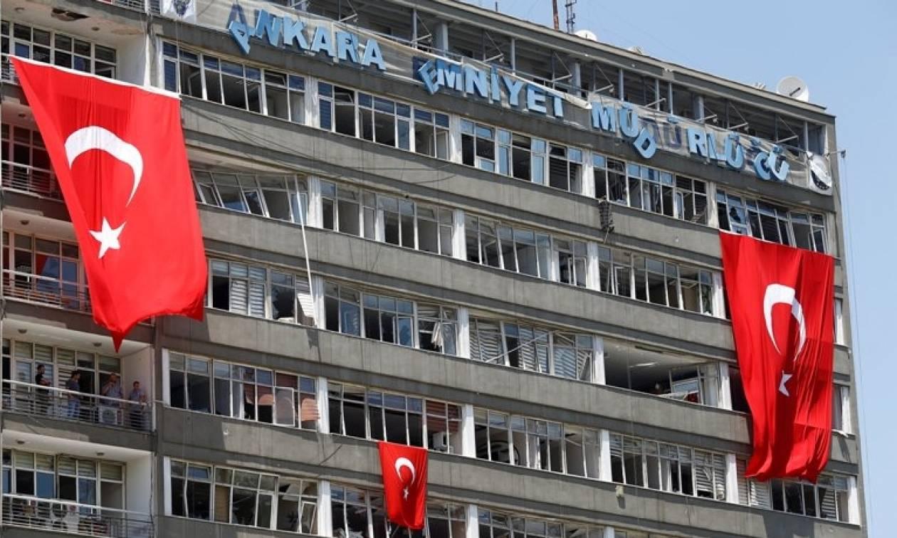 Τουρκία: Απαγορεύεται η έξοδος των δημοσίων υπαλλήλων από τη χώρα - Aνακαλούνται άδειες