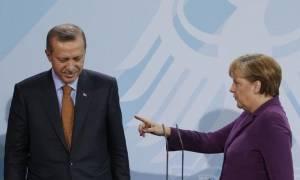 Αυστηρό μήνυμα Μέρκελ σε Ερντογάν: «Ναι» στη θανατική ποινή σημαίνει «όχι» στην ΕΕ