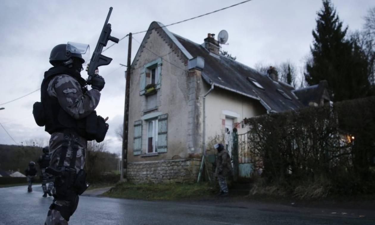 Γαλλία: Έως τις αρχές του 2017 παρατείνεται η κατάσταση έκτακτης ανάγκης