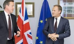 Brexit: Έκκληση για «βελούδινο» διαζύγιο απηύθυνε στη Μέι ο Τουσκ