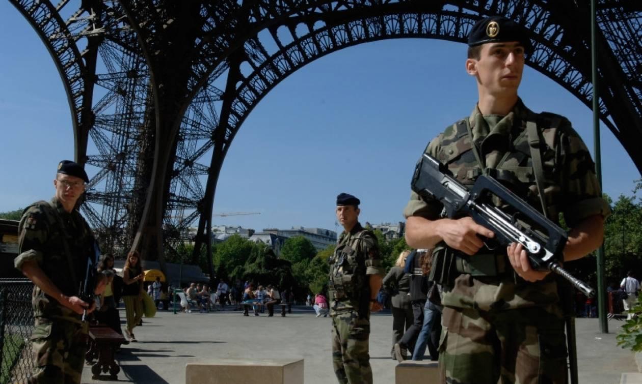 Η Γαλλία σε κατάσταση εκτάκτου ανάγκης για τους επόμενους έξι μήνες