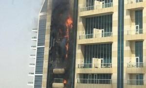 Μεγάλη φωτιά σε ουρανοξύστη στο Ντουμπάι (pics+videos)