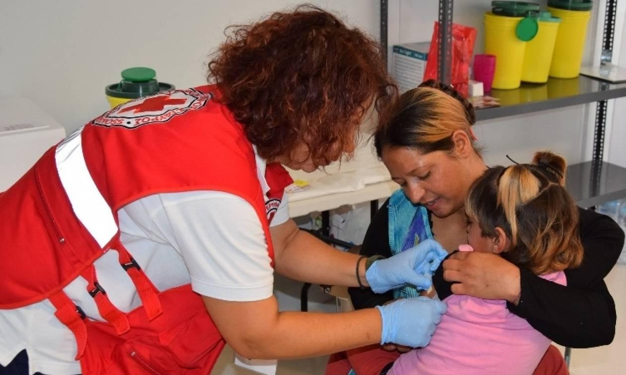 ΕΕΣ: Εμβολιασμός 500 παιδιών στα Κέντρα Φιλοξενίας Σκαραμαγκά και Ριτσώνας