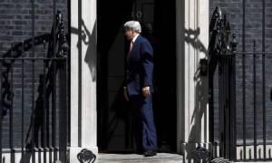 Βρετανία: Ο Τζον Κέρι «έφαγε πόρτα» στην Ντάουνινγκ Στριτ! (vid)