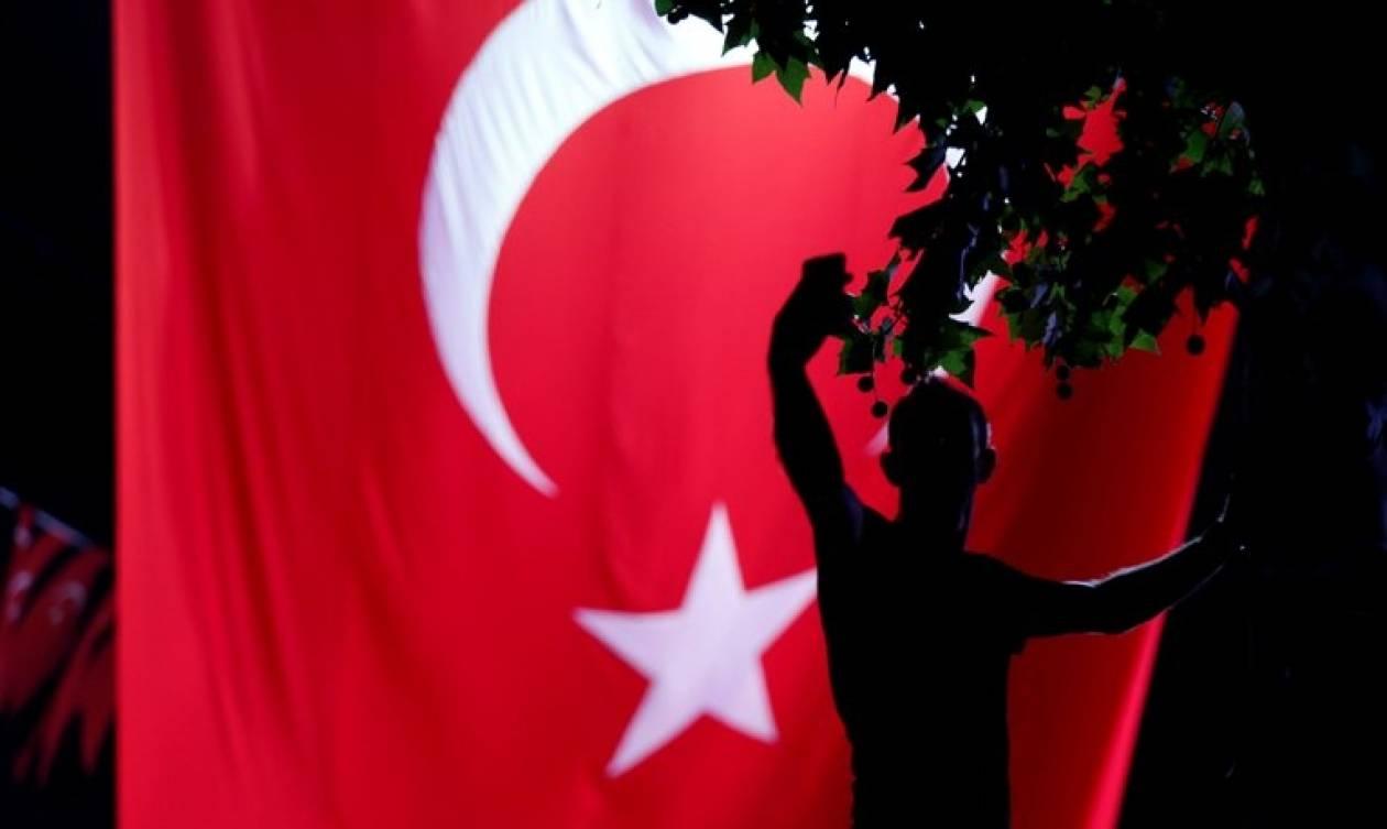 Τουρκία: Φτιάχνουν ειδικά δικαστήρια και «νεκροταφείο προδοτών» για τους πραξικοπηματίες