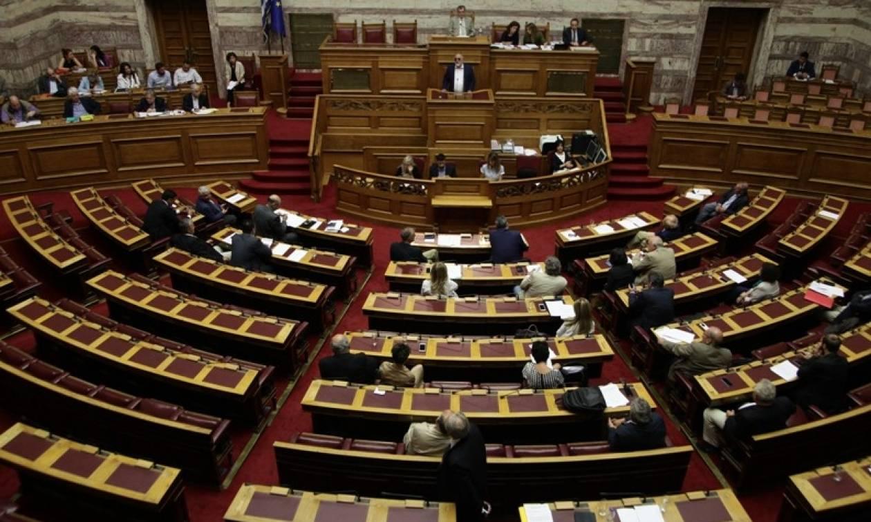 Βουλή: Αντιπαράθεση και αιχμηρή κριτική για τον εκλογικό νόμο