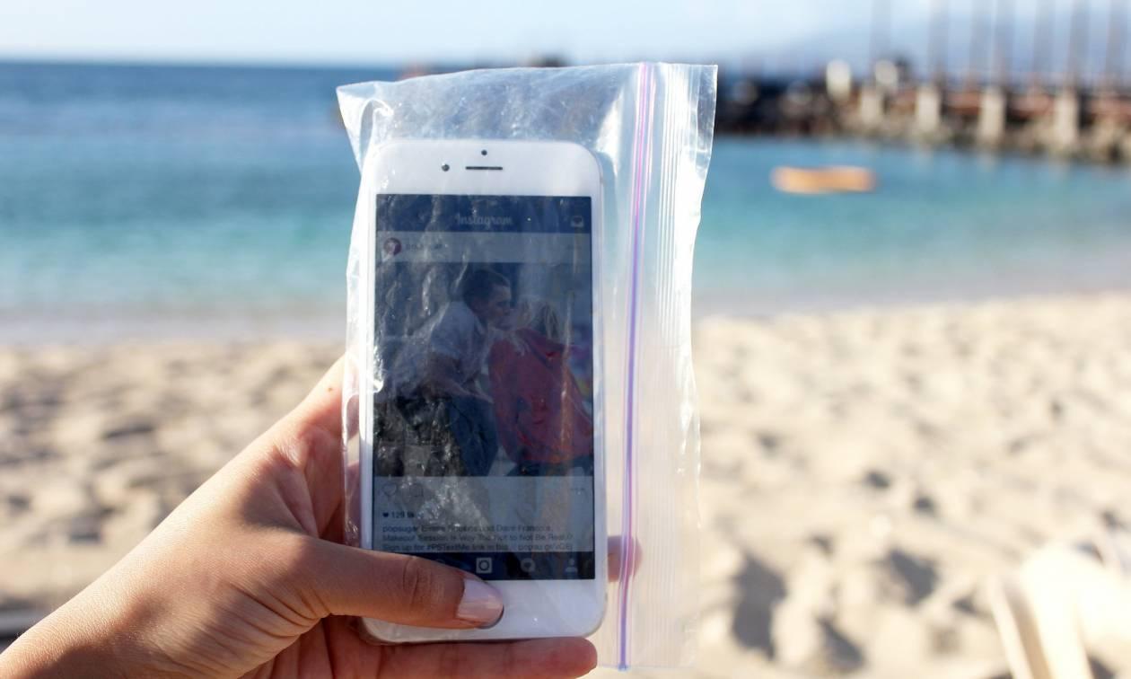 Το Νο. 1 κόλπο για να κρατήσεις ασφαλές το κινητό σου στην παραλία