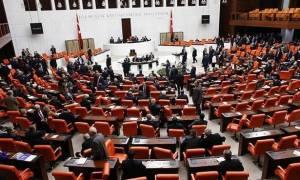 Τουρκία: Το κοινοβούλιο ενέκρινε και τυπικά την επιβολή κατάστασης εκτάκτου ανάγκης