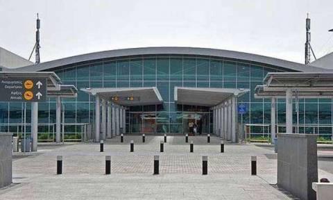 Απίστευτο! Αεροδρόμιο Λάρνακας: Του απαγόρευσαν το ουίσκι και έγινε το έλα να δεις