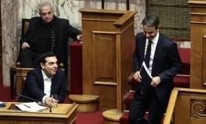 Απίστευτες ατάκες στη Βουλή: Πώς Μητσοτάκης και Βούλτεψη «έσφαξαν» Τσίπρα - Καμμένο