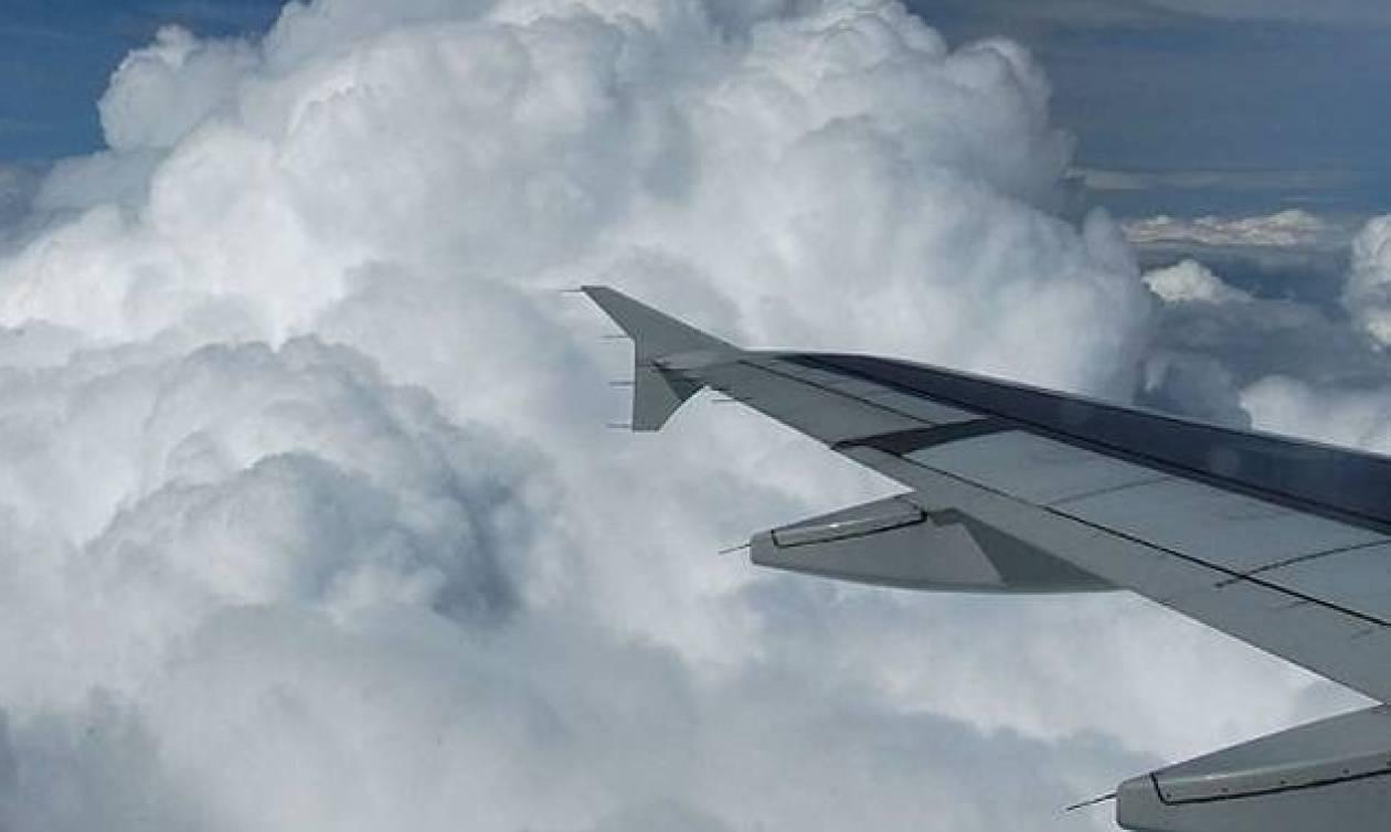 Αδιανόητο! Φωτογράφησαν άνθρωπο να περπατάει πάνω στα σύννεφα (photos)