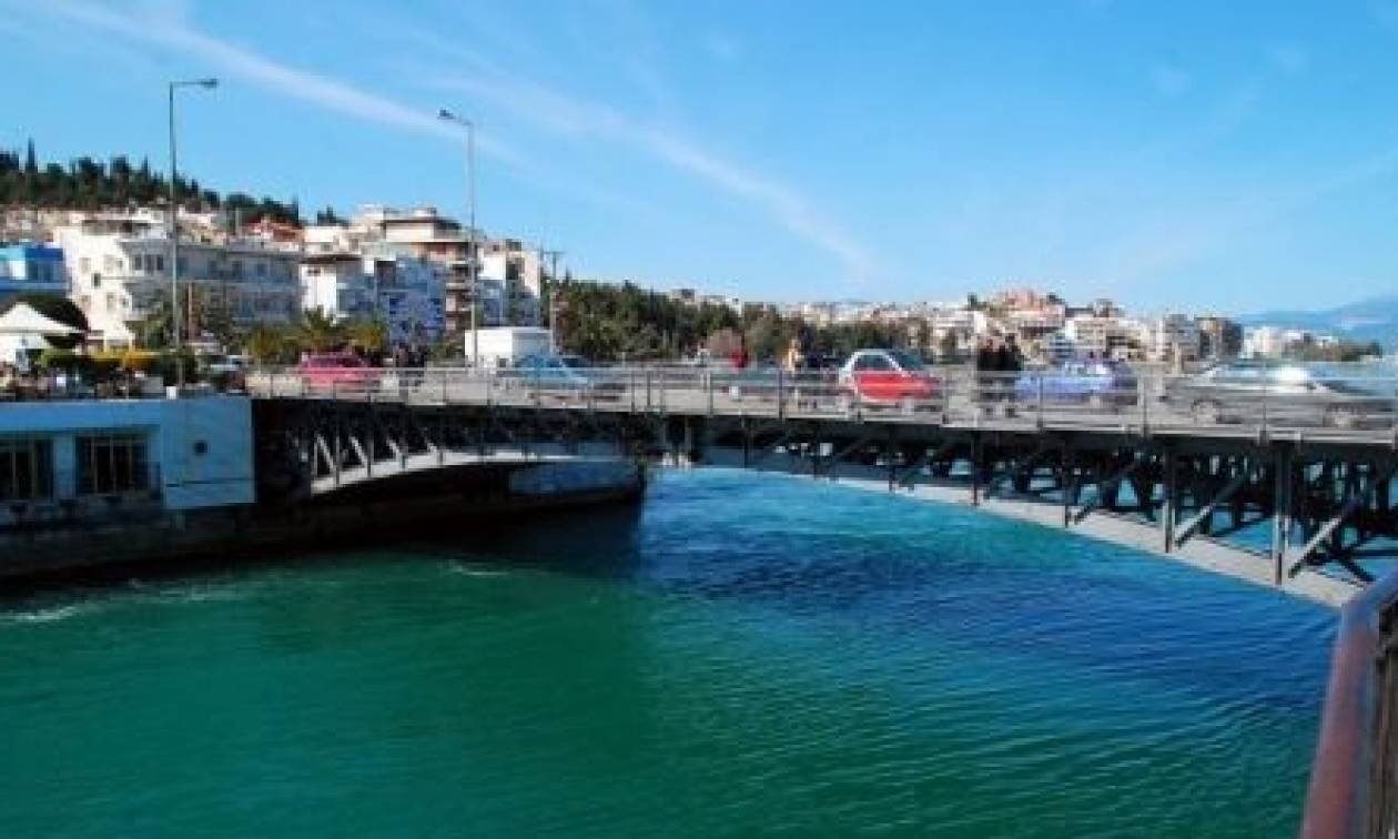 Σοκ στη Χαλκίδα: Τσακώθηκε με τη γυναίκα του και την πέταξε από τη γέφυρα στη θάλασσα...