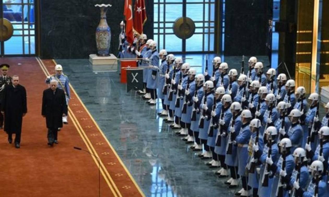 Εντάλματα σύλληψης για 280 της προεδρικής φρουράς