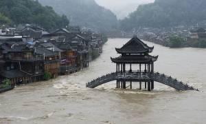 Η σφοδρότερη κακοκαιρία των τελευταίων ετών πλήττει την Κίνα: 16 εκ. εγκατέλειψαν τις εστίες τους