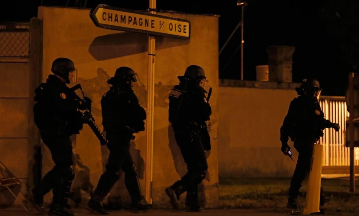 Γαλλία: Τέταρτη νύχτα βίαιων επεισοδίων για το θάνατο νεαρού στα χέρια της αστυνομίας (Vids)