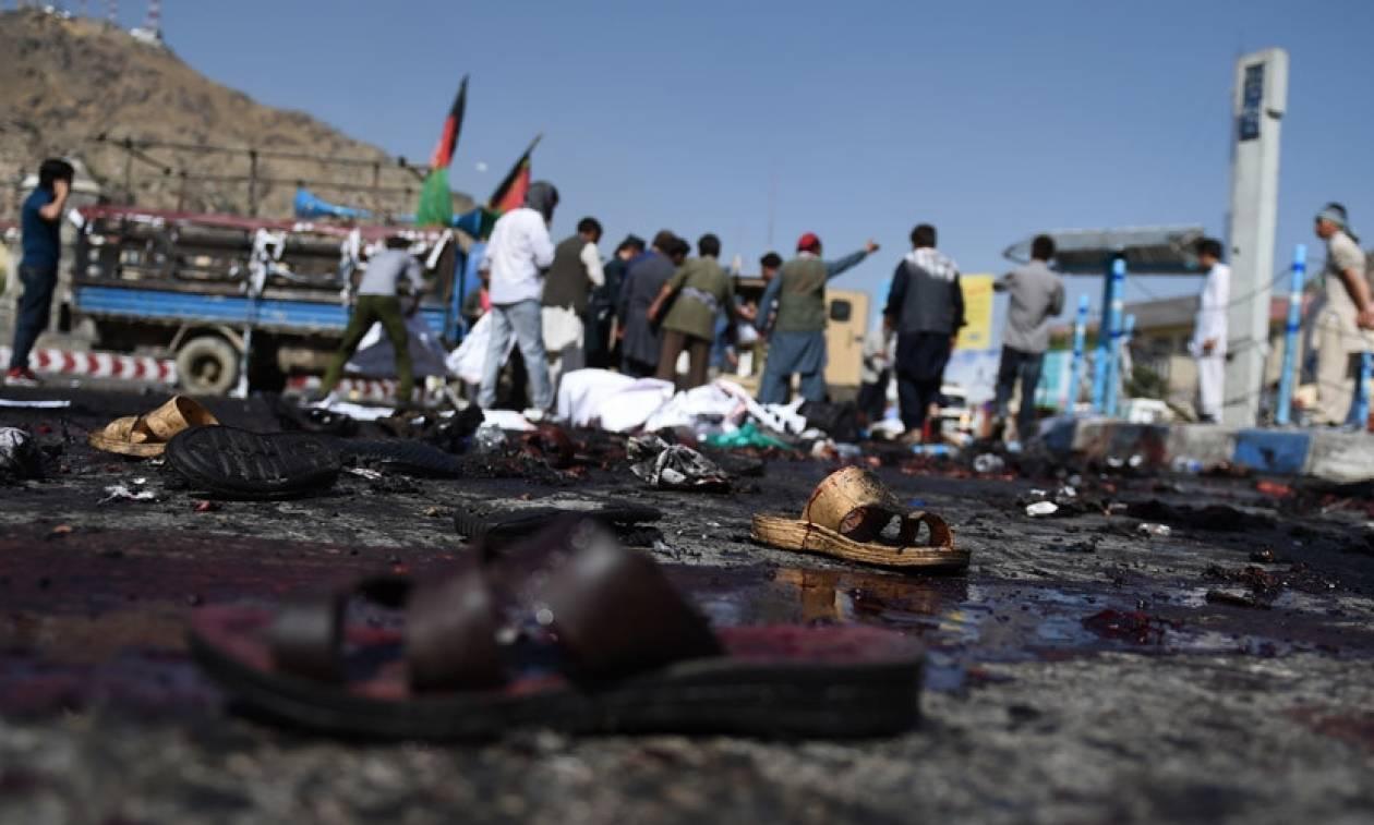 Ο Λευκός Οίκος καταδίκασε το «ειδεχθές» μακελειό στην Καμπούλ – Βίντεο από τη στιγμή της έκρηξης