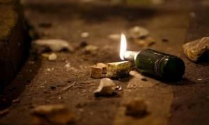 Εξάρχεια: Άγνωστοι πέταξαν μολότοφ και έκαψαν αυτοκίνητα