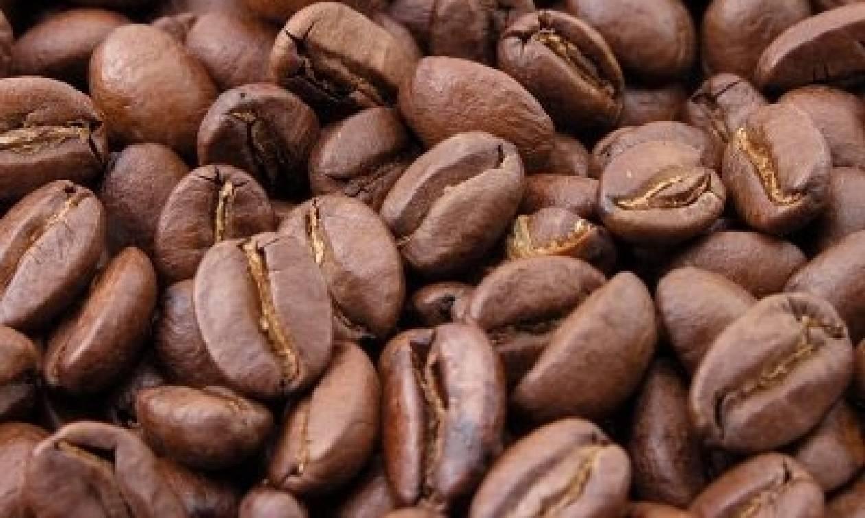 Προσοχή: Εντοπίστηκαν μεγάλες ποσότητες ακατάλληλου καφέ στον Πειραιά