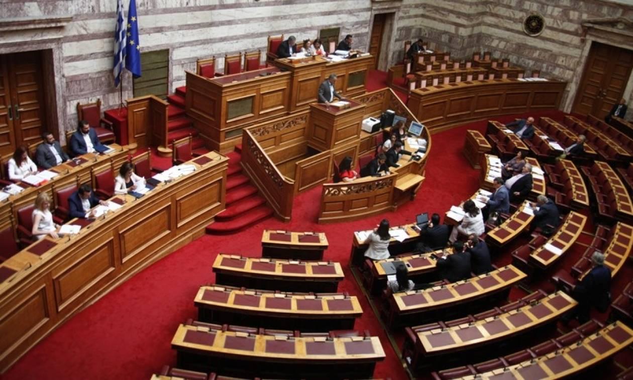 «Χάος» στη Βουλή για τις τηλεοπτικές άδειες: Άγρια κόντρα μεταξύ Παππά - Γεωργιάδη (video)