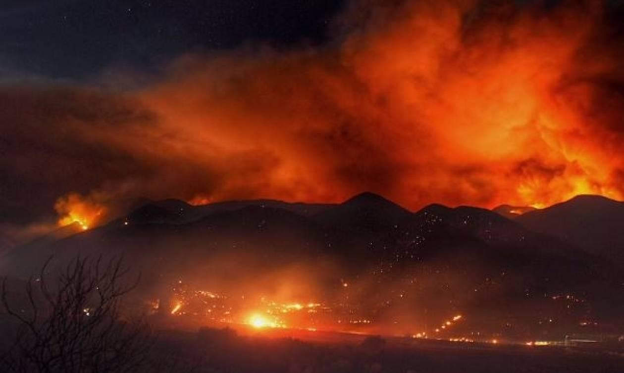 Οι φλόγες απειλούν χιλιάδες σπίτια κοντά στο Λος Άντζελες (videos)