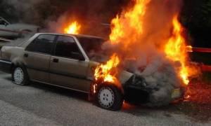 Εύβοια: Αυτοκίνητο εν κινήσει τυλίχθηκε στις φλόγες - Σώθηκαν από θαύμα οι επιβαίνοντες