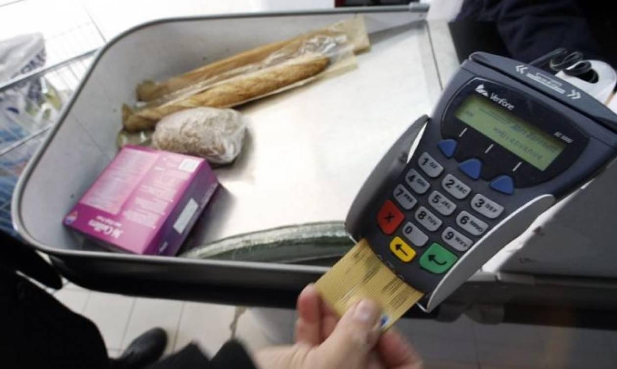 Με πλαστικό χρήμα και η αγορά τροφίμων στο λιανεμπόριο