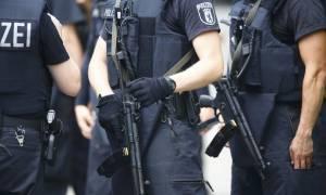 Συναγερμός στη Γερμανία: Ανθρωποκυνηγητό για μια ένοπλη γυναίκα στην Κολωνία