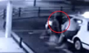 Ανατριχιαστικό βίντεο: Γυναίκα… φάντασμα ακολουθεί άνδρα μέσα στο ταξί!