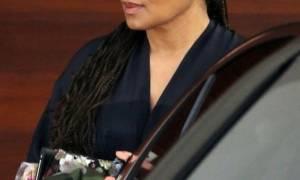 Έγκυος για πρώτη φορά στα 50 της: Η σταρ εμφανίστηκε με τη φουσκωμένη της κοιλίτσα