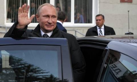 «Έσπασε» όλα τα ρεκόρ: Αυτό είναι το σούπερ αυτοκίνητο του Πούτιν (vid)